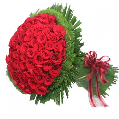100 Romantic Red Roses in a Bouquet