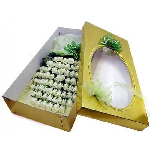 100 White Roses Boxed