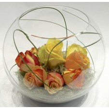 8 pcs Assorted Holland Roses in a Globe Vase