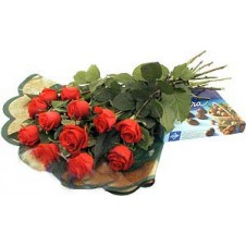 12 Red Roses in a Bouquet Comes with a Box of Chocolates