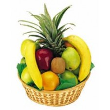 A Simple Fresh Fruit Basket