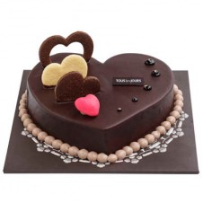 CHOCOLATE HEART CAKE by Tous les Jours