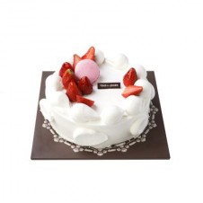 FRESH CREAM STRAWBERRY CAKE by Tous les Jours