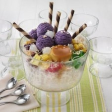 Giant Halo-Halo by Max's